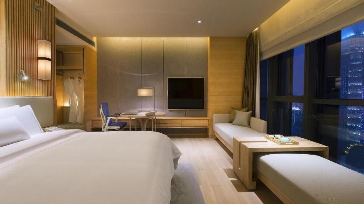 酒店房间里的床  描述已自动生成